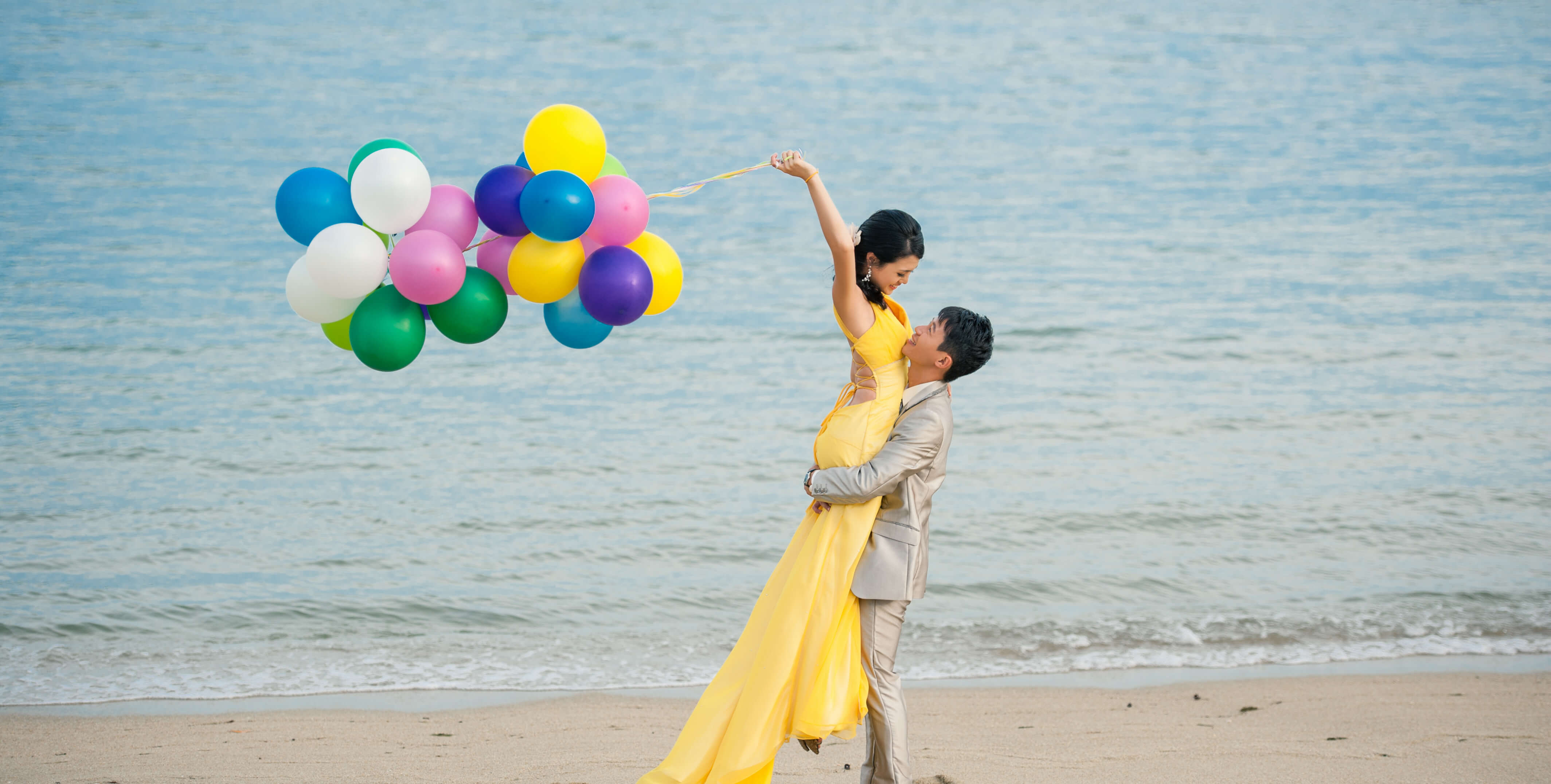 Balloons Pre Wedding Shoots