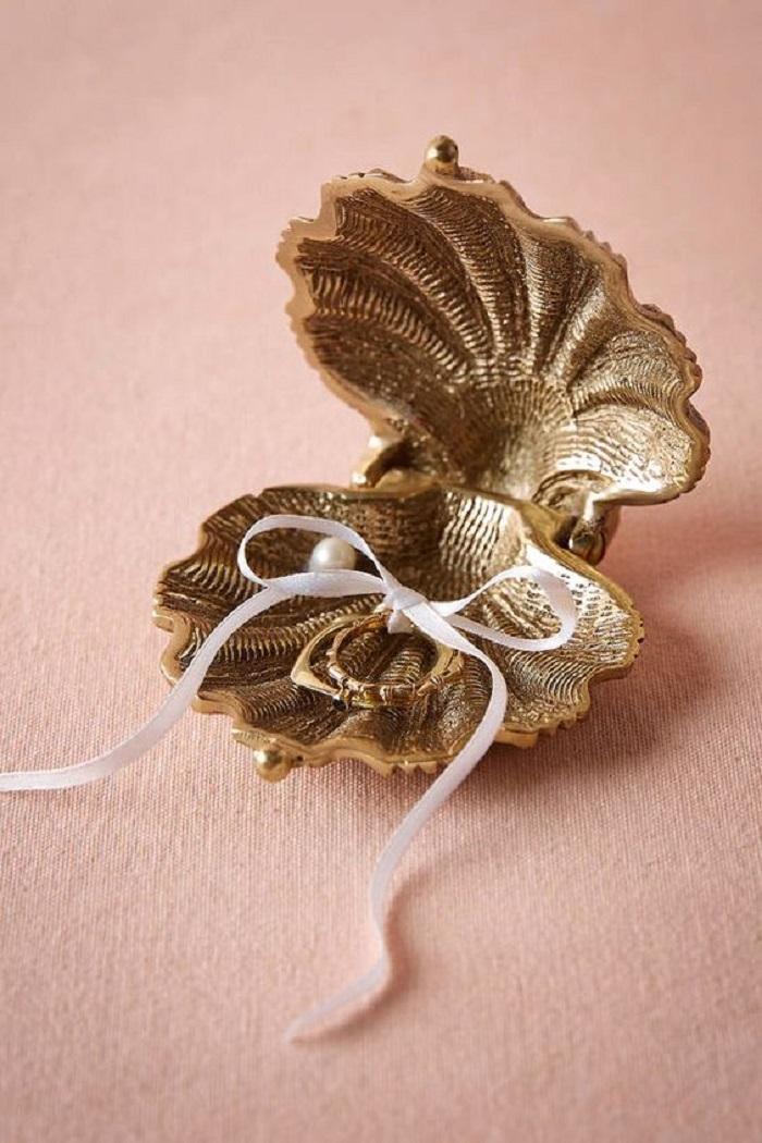 ring holder for beach wedding