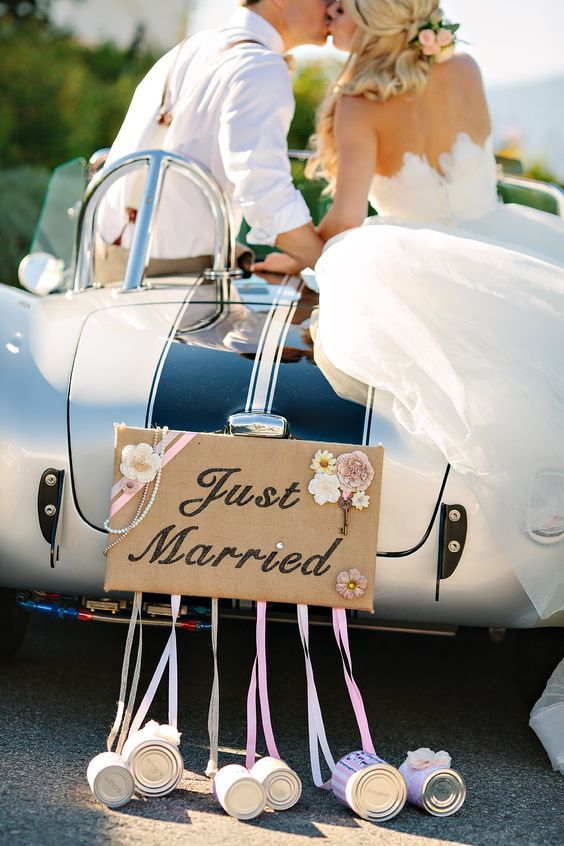 wedding car decoration with tin cans