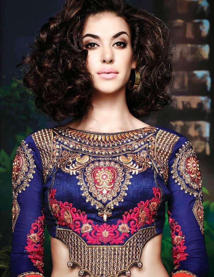 modern saree blouse design