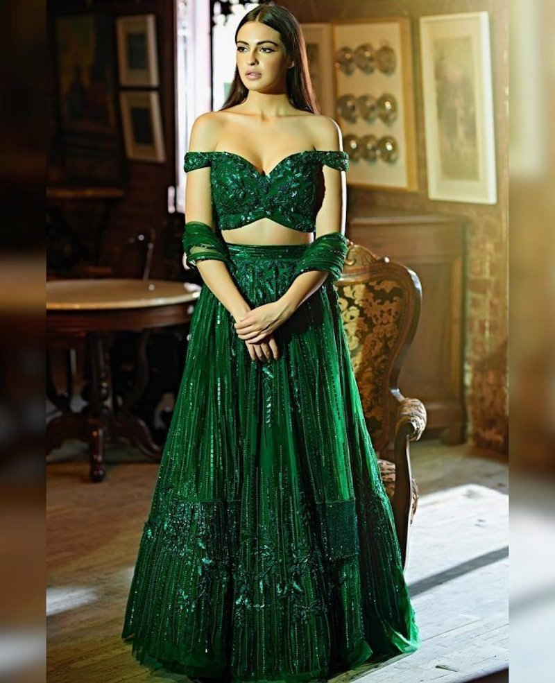Drool-worthy off-shoulder green gown