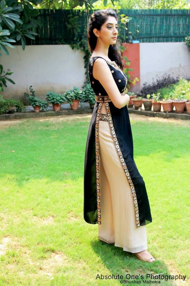 Eye-catching palazzo pants with double sided slit kurta