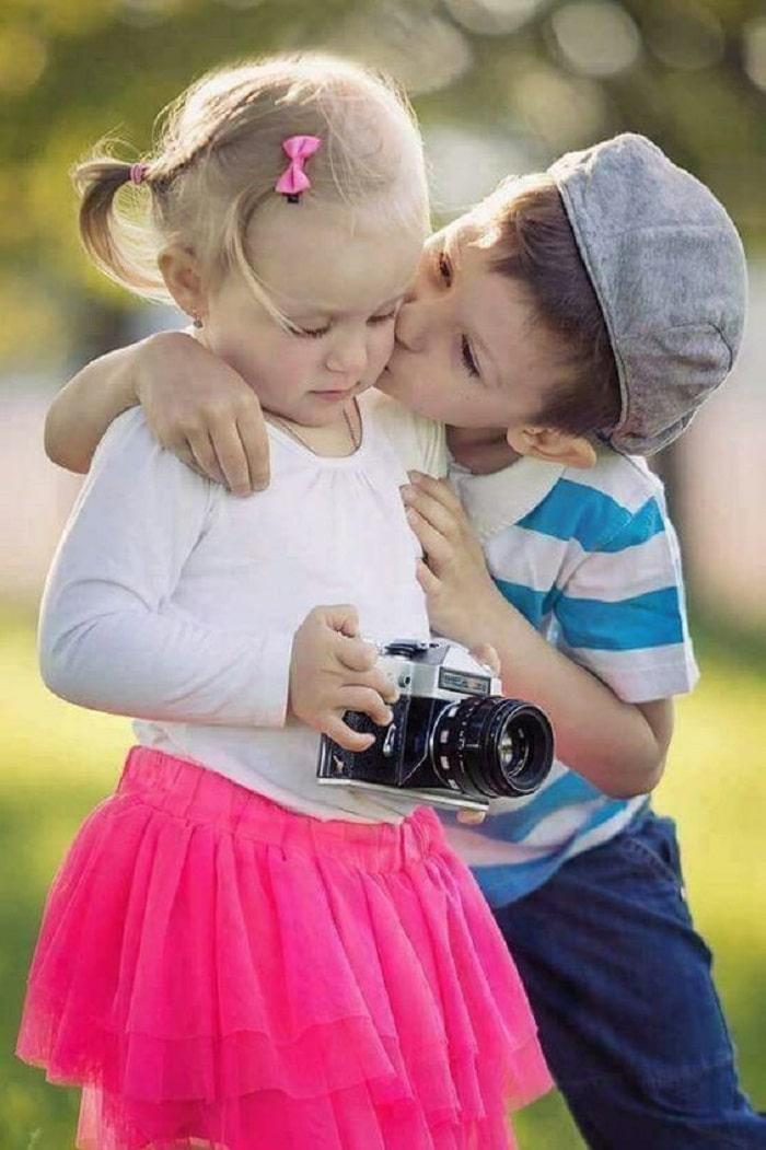 siblings love photo shoot ideas