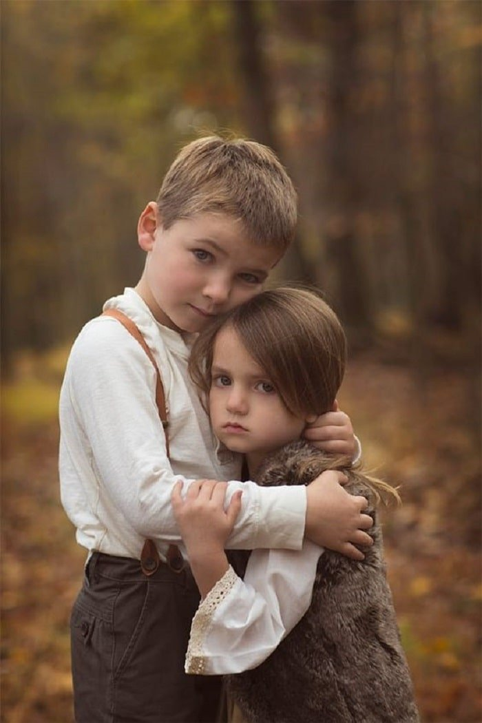 baby sibling love photos