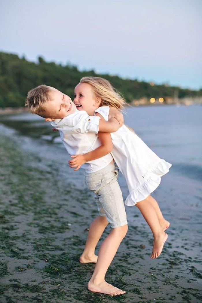 siblings love baby photoshoot