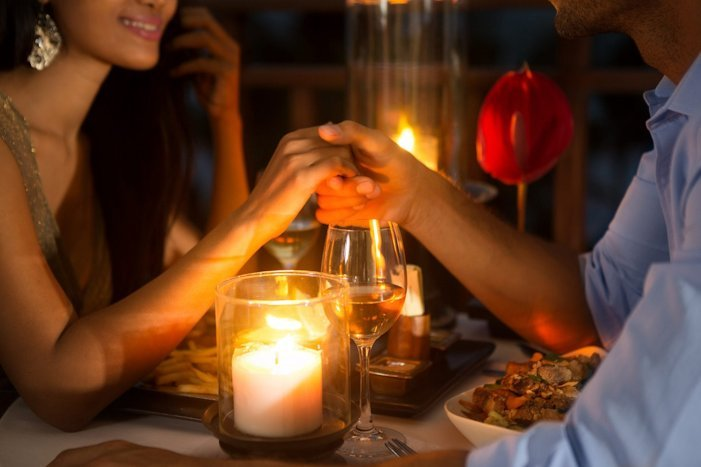 propose your girlfriend for marriage dinner at your home