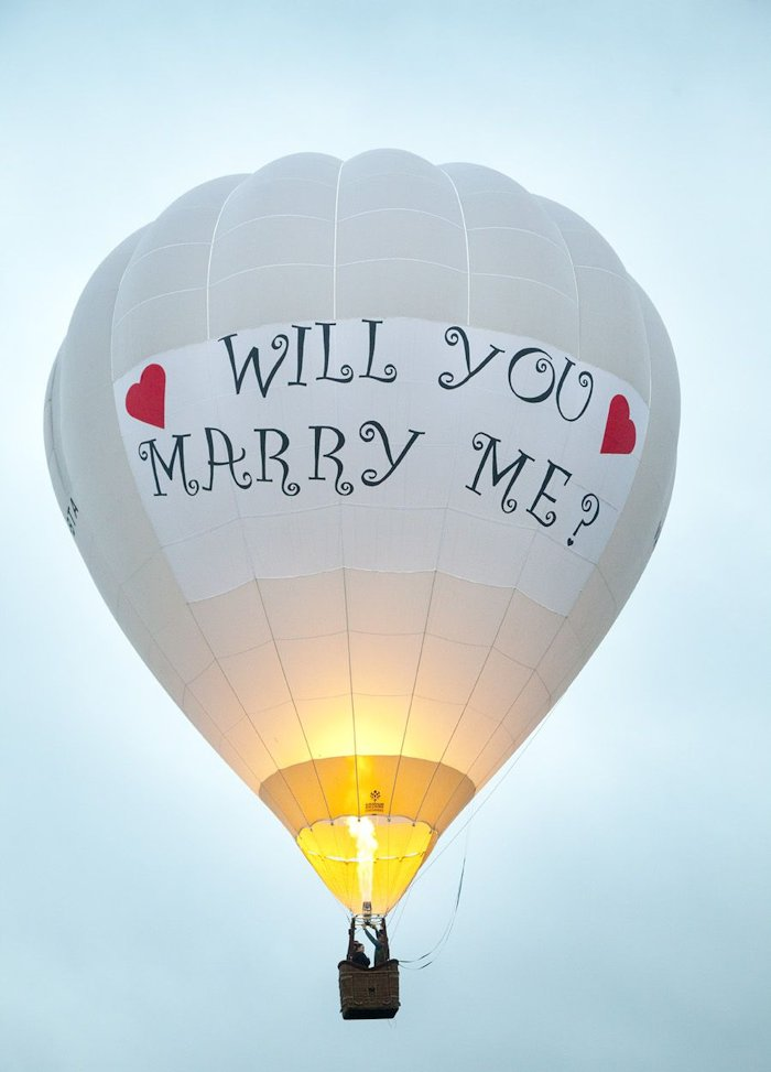 romantic marriage proposal idea at hot air balloon