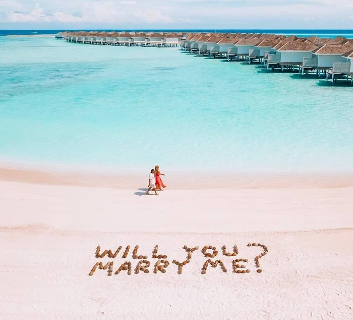 romantic proposal idea near beach