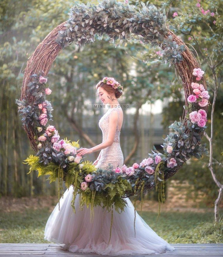 flower wreaths phoobooth ideas