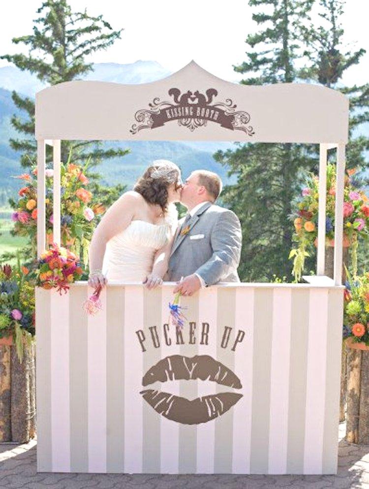 kissing Phoot booth ideas