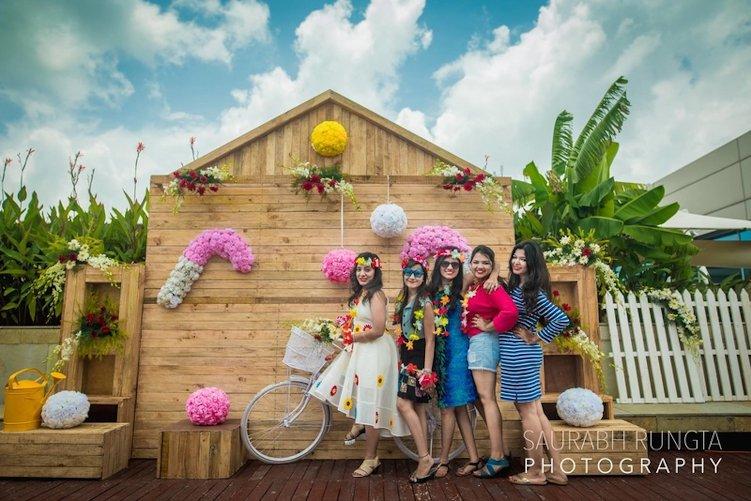 group marriage photobooth idea