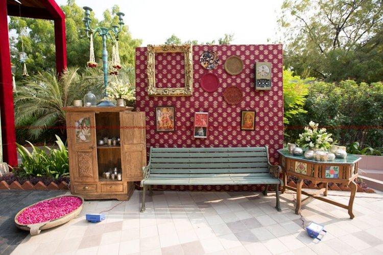 Vintage and royal wedding photo-booth