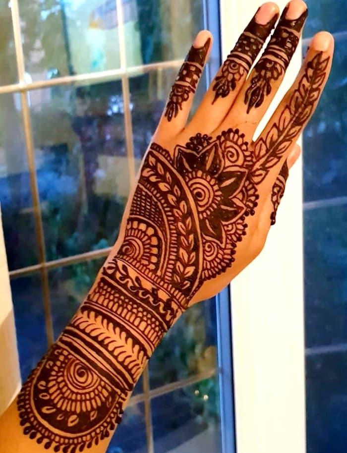 Stunning henna pattern