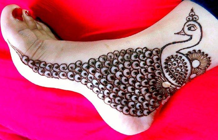 Peacock mehndi design for legs