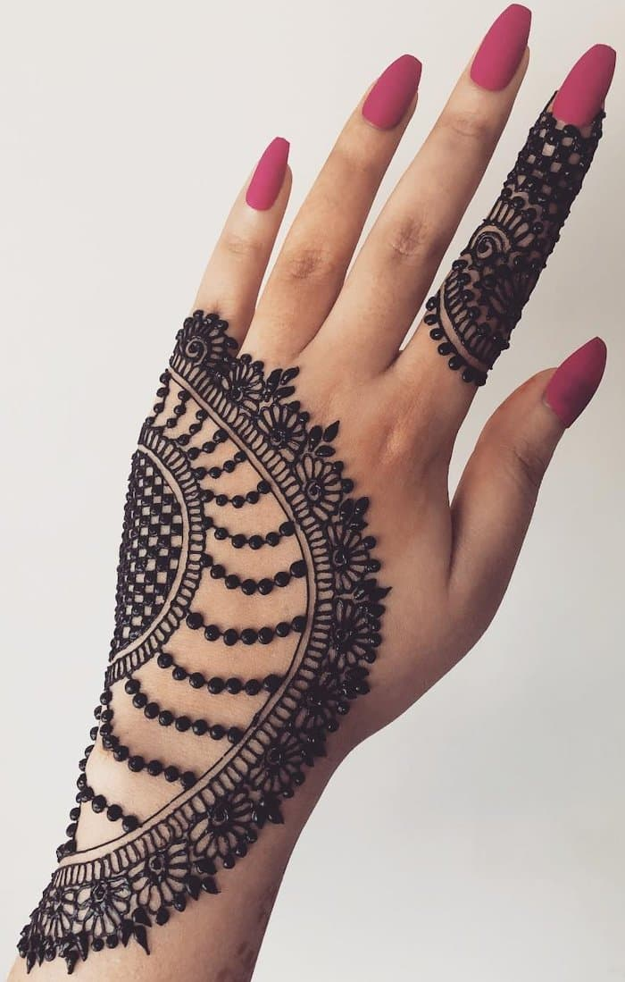 easy mehndi design in back hand