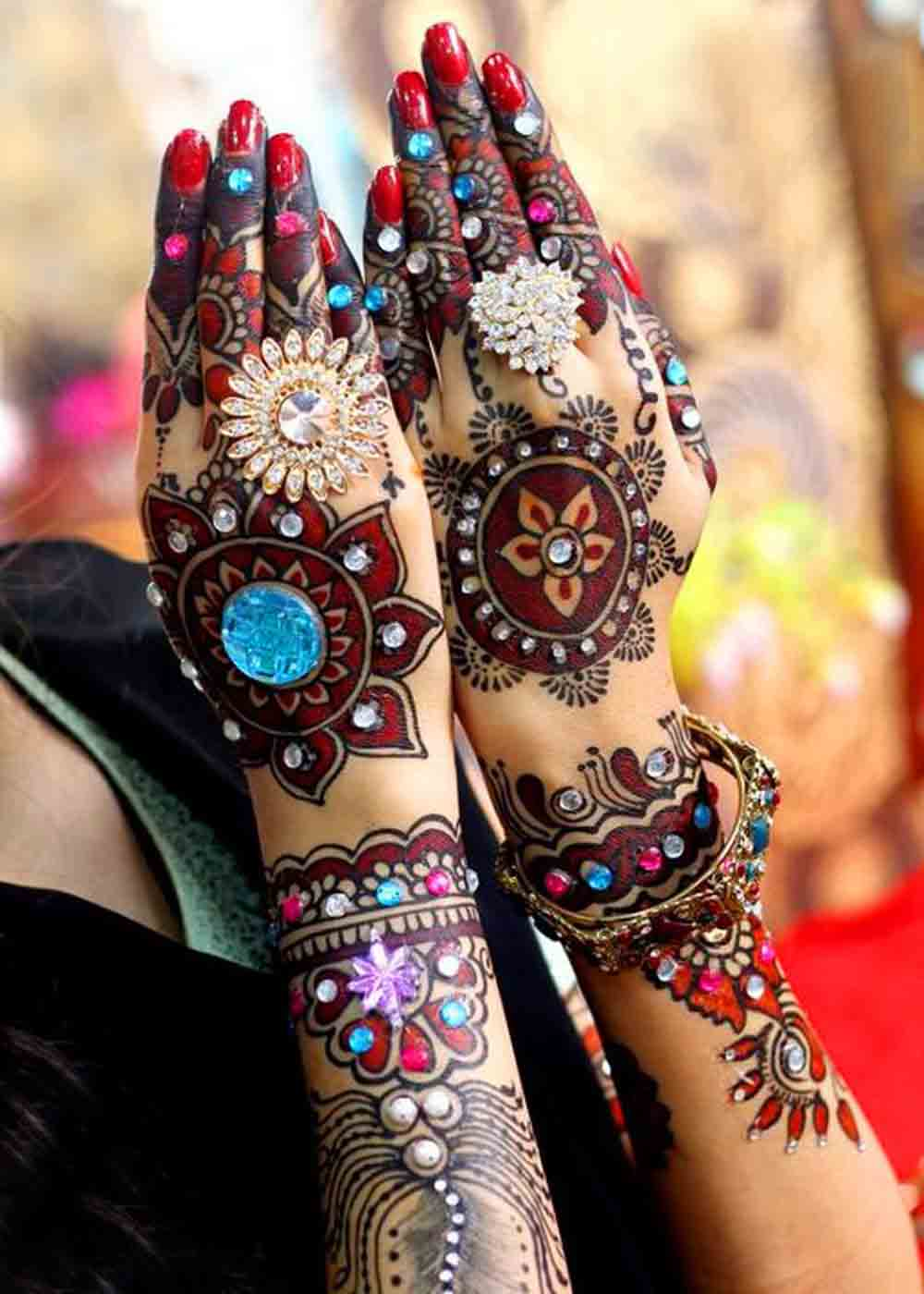 Glitter Mehandi Design for Vivacious Brides