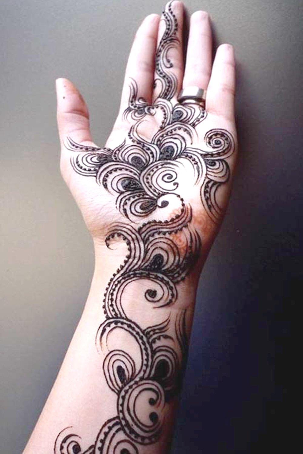 Swirl Style Dulhan Mehandi Design