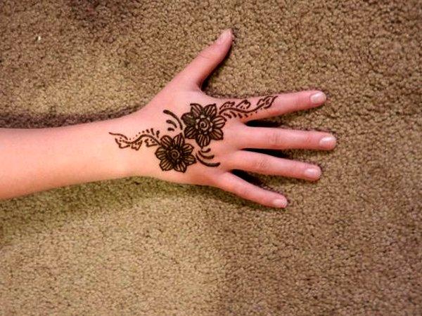 Flower mehandi Designs for kids back hand