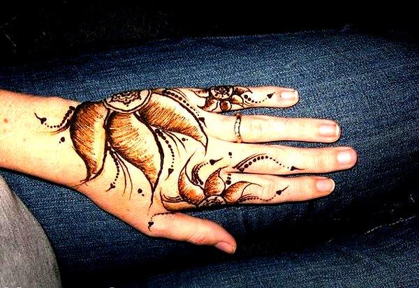 Flower leaf mehndi Designs for kids