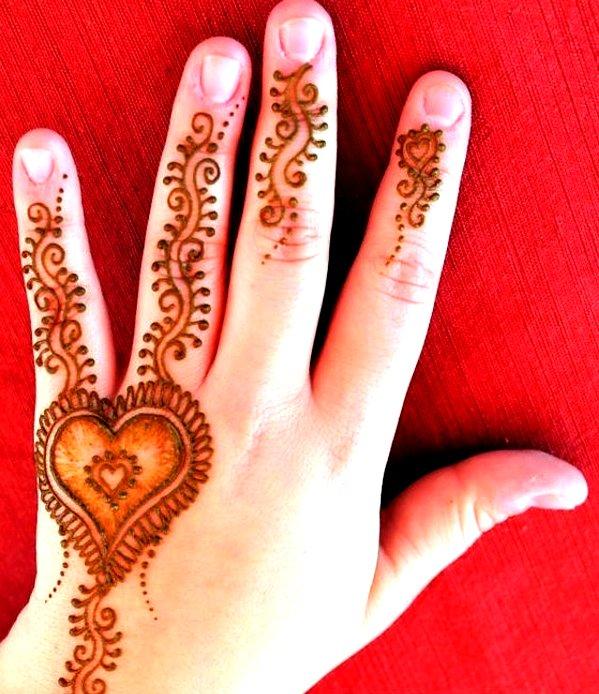 heart shape mehndi designs for kids