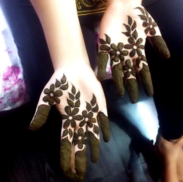 Simple leaf  Mehndi Designs For kids