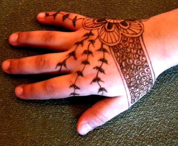 simple mehndi designs for kids' step by step