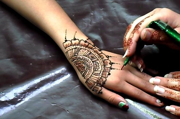 easy and simple mehndi designs image