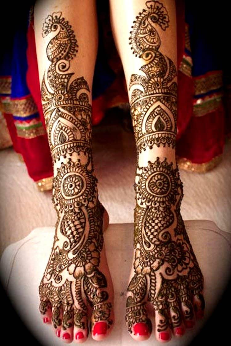 Elaborative mehndi designs for legs