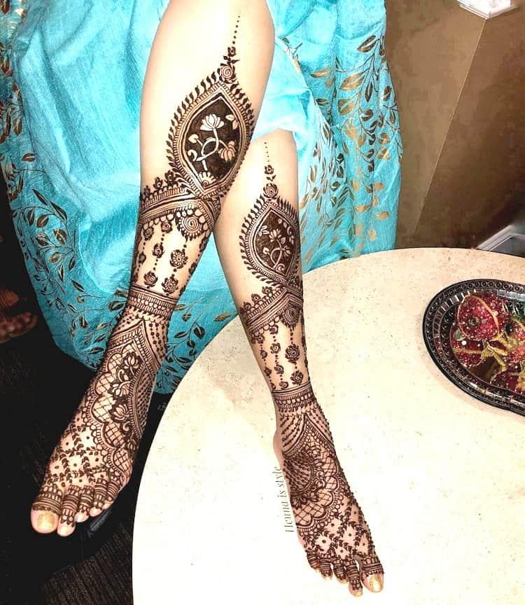 Elaborative mehndi designs for Foot