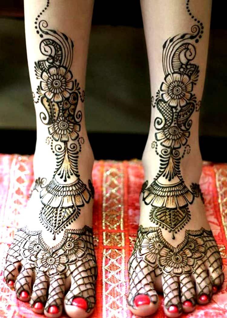Floral mehndi designs for legs