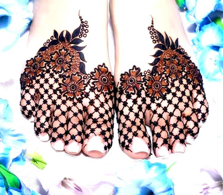 Floral mehndi designs for Feet