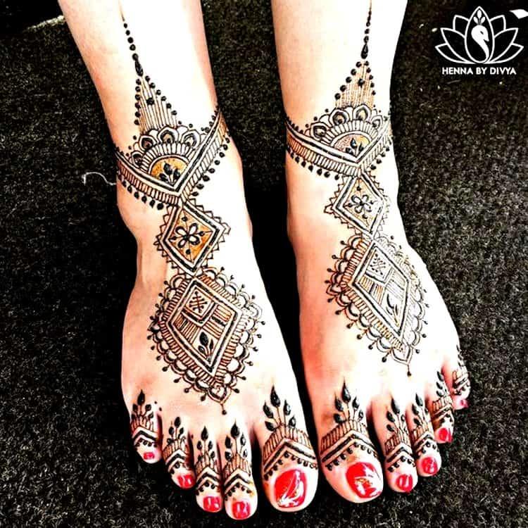 Geometric mehndi designs for feet