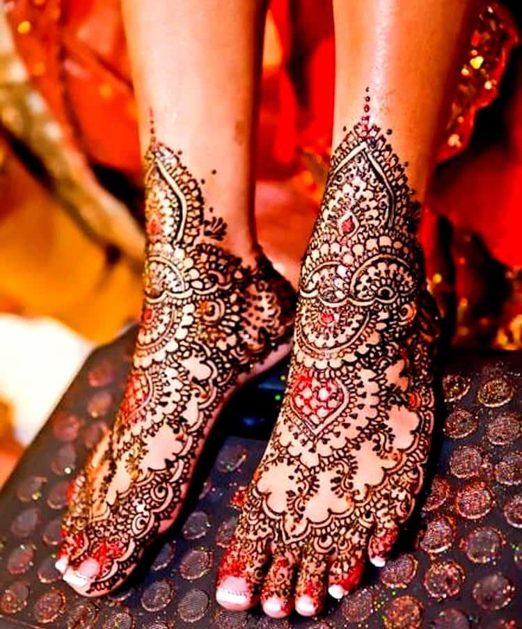 Glitter mehndi designs for legs