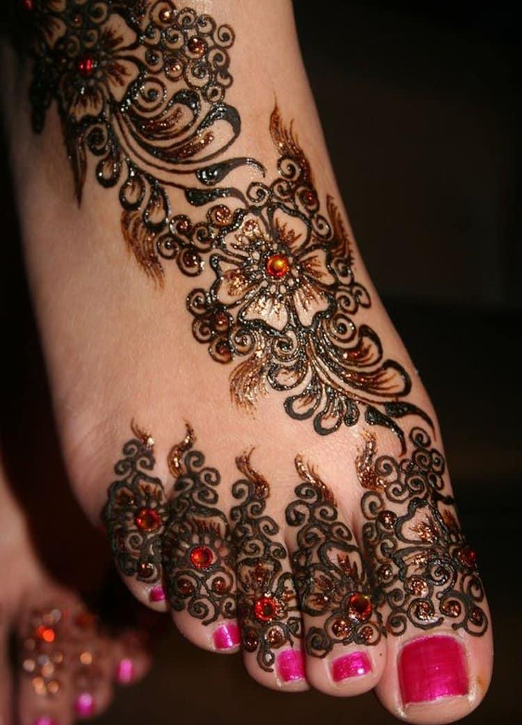 Glitter mehndi designs for Foot