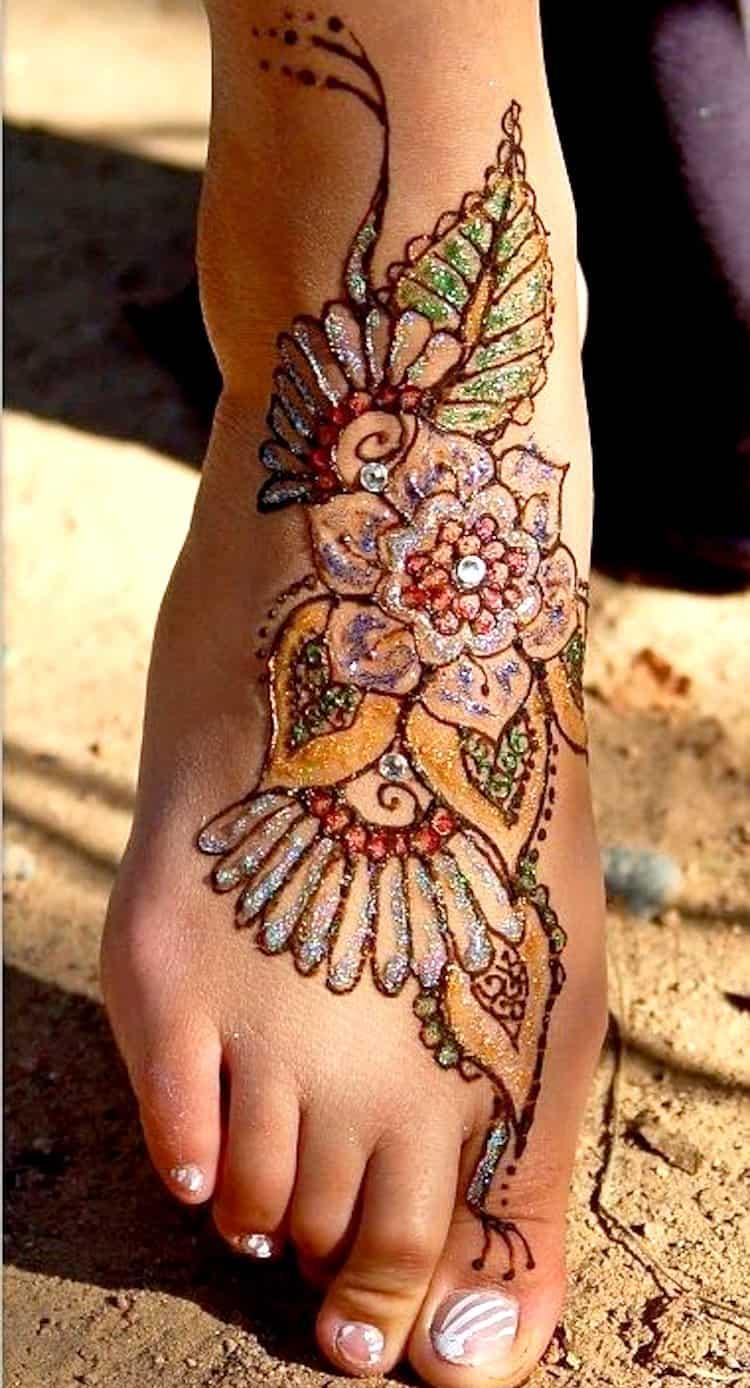 Glitter mehndi designs for leg