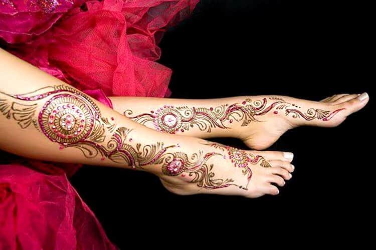 Glitter mehndi designs for Feet