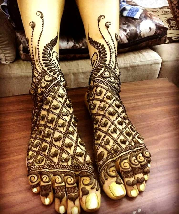 Jaali mehndi designs for legs