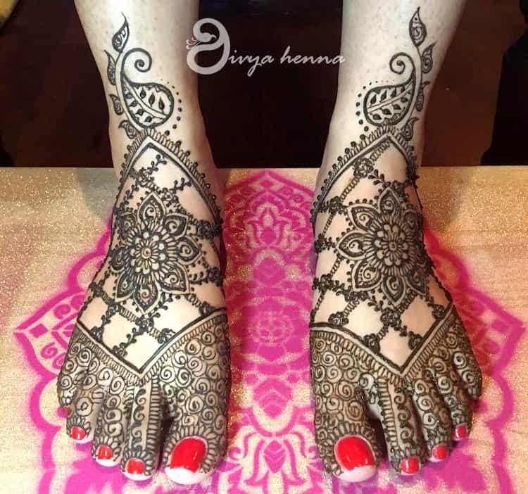 Jaali mehndi designs for leg