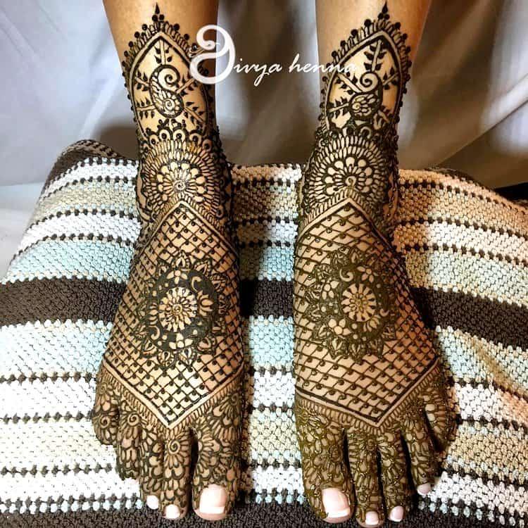 Jaali mehndi designs for feet
