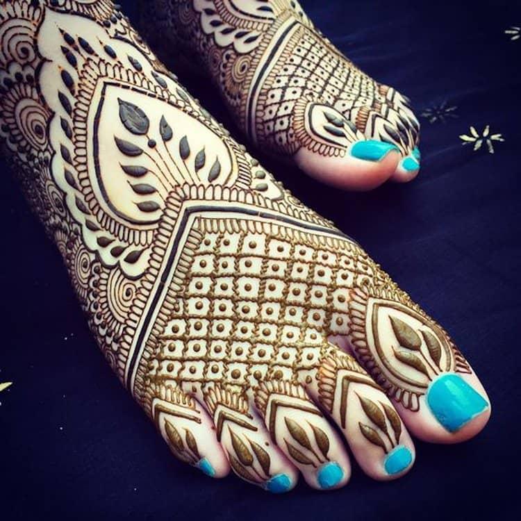 Jaali mehandi designs for foot