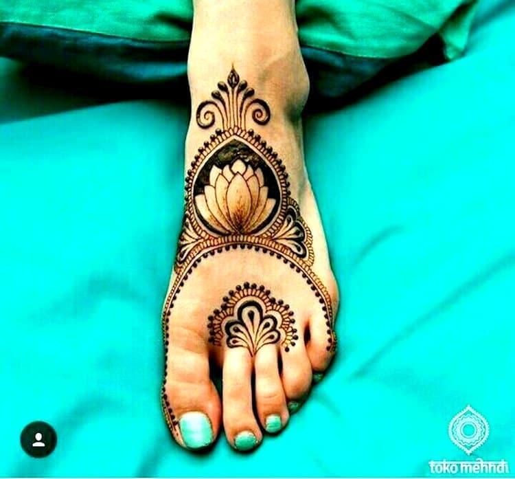 Lotus Motif mehndi designs for Foot
