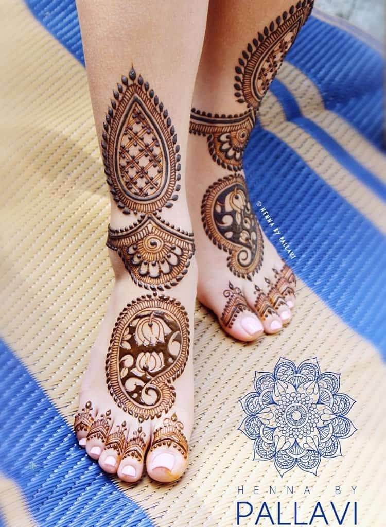 Lotus Motif mehndi designs for legs