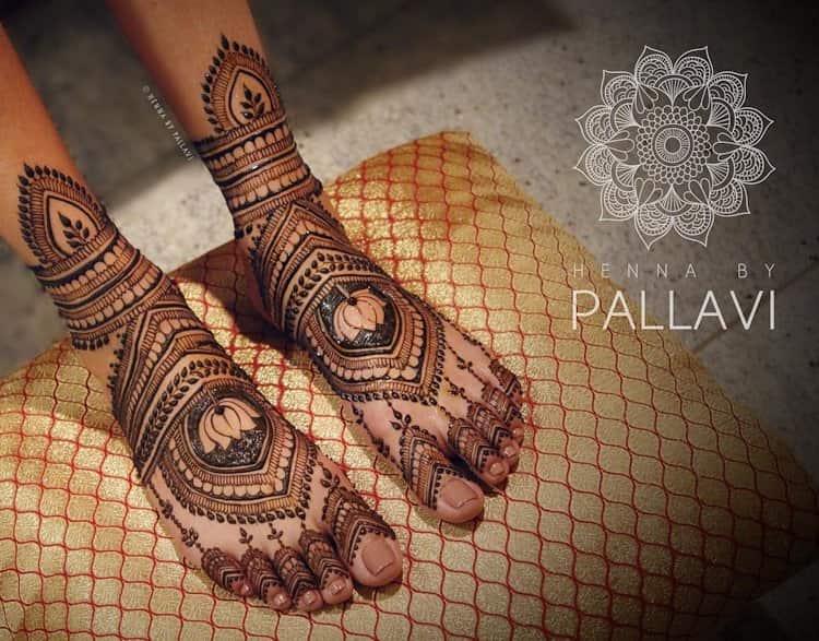 Lotus Motif mehndi designs for leg