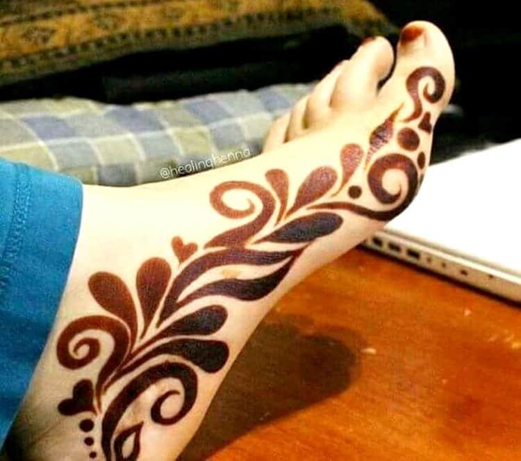 Side mehndi designs for feet