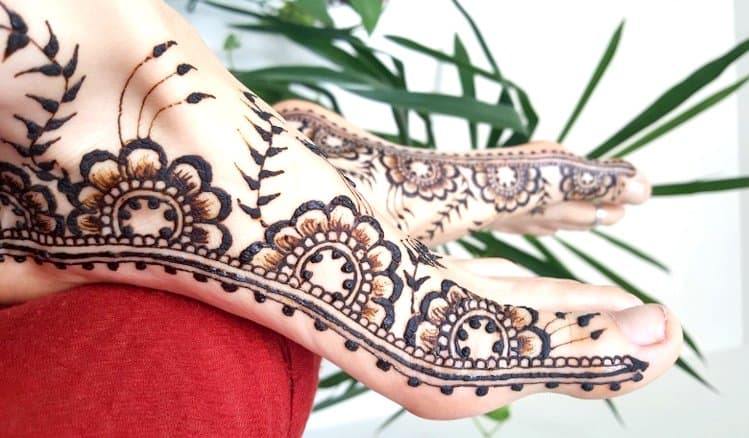 Side mehndi designs for legs