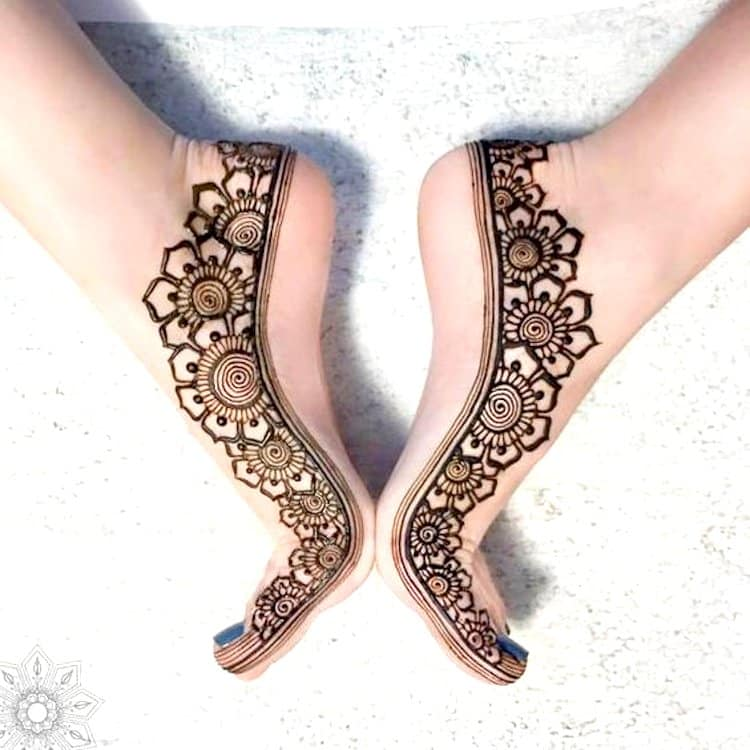 Side simple mehndi designs for feet