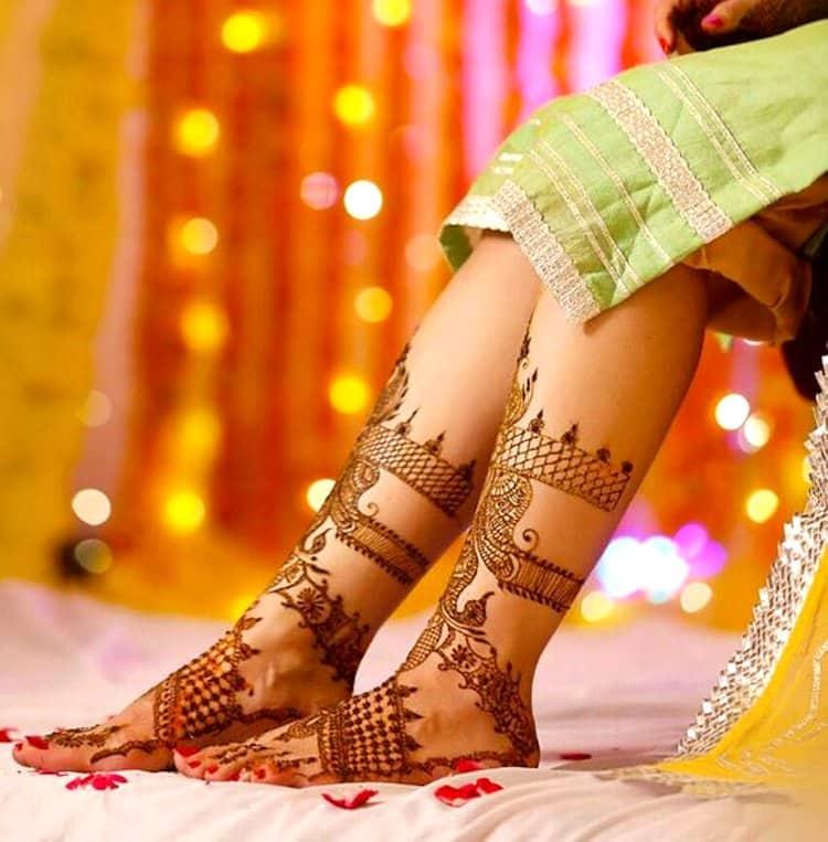 Simple mehndi designs for Foot pic