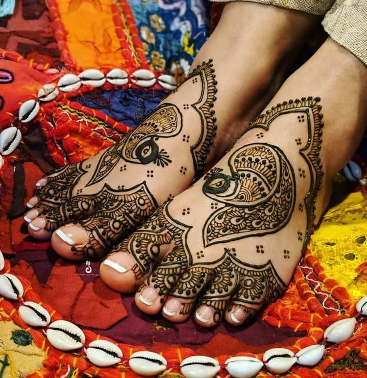 Simple mehndi designs for legs