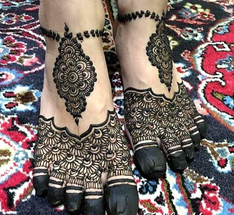 Unique mehndi designs for Feet