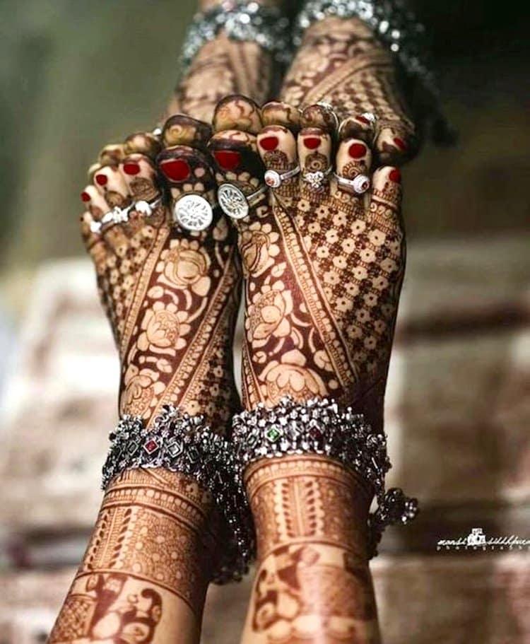 mehndi design for feet easy